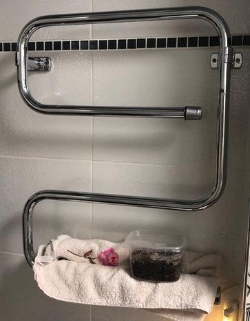 Змеевик в ванной — отличный способ сделать грунт теплым даже летом, когда центральное отопление отключено